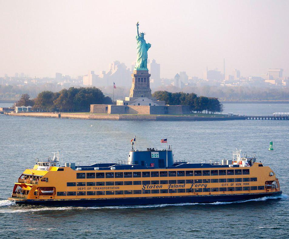 Many of New York City s most famous landmarks are best seen from the water the famous skyline, the Brooklyn Bridge and, of course, the Statue of Liberty.