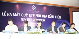 During the event, TVST shared many interesting life experiences and his opinion about the future development of Vietnam.