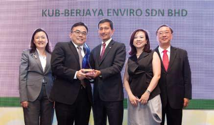 (Second from the left) Mr Chock Eng Tah, Managing Director of KUB Berjaya Enviro receiving the CDL Outstanding Singapore Environmental Achievement Award 2013 from Dr Vivian Balakrishnan, Minister for