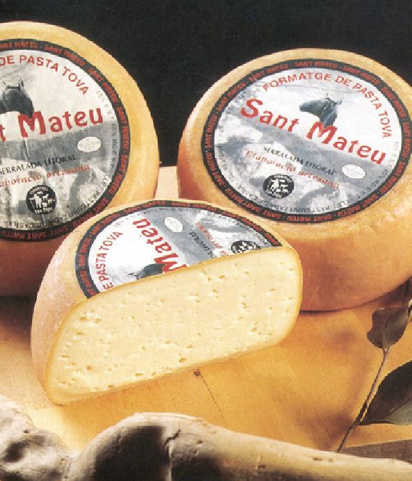 CHEESES GARROTXA BAUMA DOP certified. This old-style cheese was revived by Catalonian cheesemakers dedicated to traditional production methods.