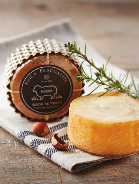 Producer: Finca Pascualete Extremadura Sheep (raw) 60-75 days Case size: Six 140g La Retortas 45320 Eight 300g La Retortas 45325 ALAIN IDIAZABAL D.O.P. Using raw Latxa sheep s milk sourced from several small local herds, they smoke the cheese themselves, using beech wood and it is matured for a minimum of 3 months.