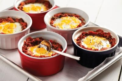 Mexican Baked Eggs Serves: 4 225g Minced Beef 2 tbsp Olive Oil 2 Garlic cloves, crushed 1 Onion, chopped.