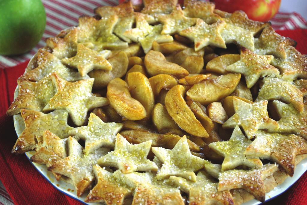 Apple Pie with Stars Crust Crust: 3½ cups Pamela s Amazing Bread Mix ½ cup butter, chilled and cubed ½ cup shortening, chilled 4 Tbsp. ice cold water 1 egg or egg white mixed with 1 Tbsp.