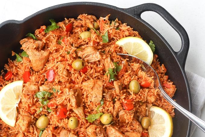 ONE POT SPANISH CHICKEN AND RICE 5 boneless, skinless chicken thighs (or 1 lb.