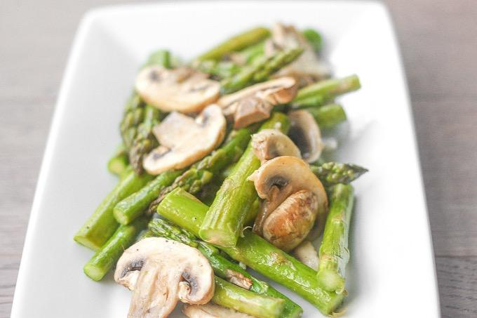 ROASTED GARLIC ASPARAGUS AND MUSHROOMS 1 bunch of asparagus 5 large white mushrooms, sliced 1 tbsp. olive oil 1 clove of garlic, minced salt and pepper to taste 1. Preheat oven to 350 F. 2.