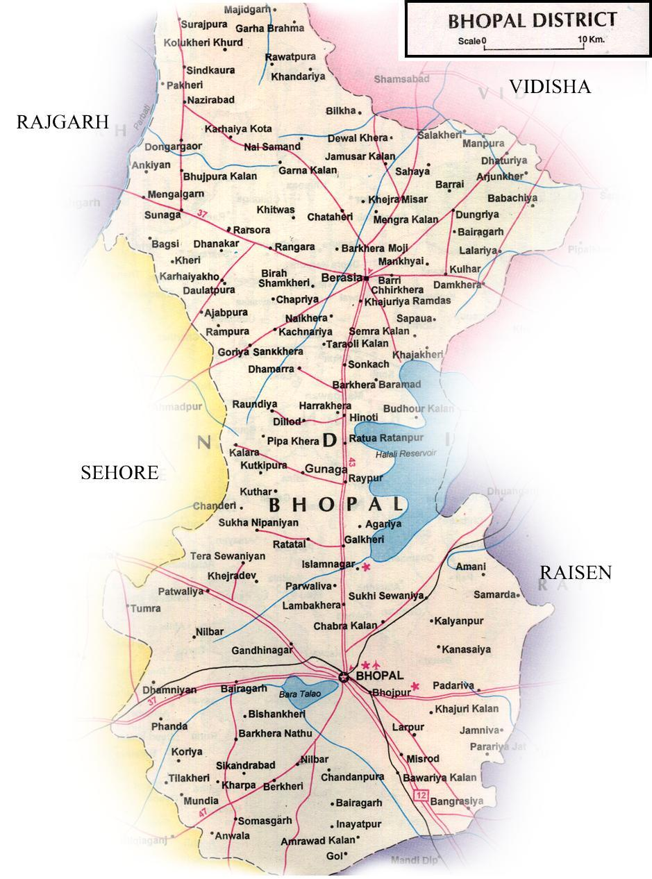 Bhopal District Latitude : 23-16 North Longitude : 77-25 East Climate : Moderate and has comparatively less fluctuation of temperature than that of other parts of the state.