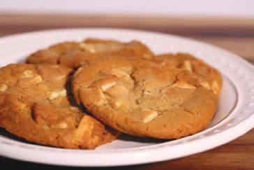 Freshly Baked Cookies White Chocolate Macadamia Nut Portion Size: