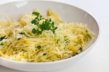 Stovetop Spaghetti Squash 1 small spaghetti squash (about 3-4 pounds) 2 tablespoons butter 2 cloves garlic, finely minced 1/4 cup finely minced parsley 1/2 teaspoon salt (or to taste) 1/4 cup