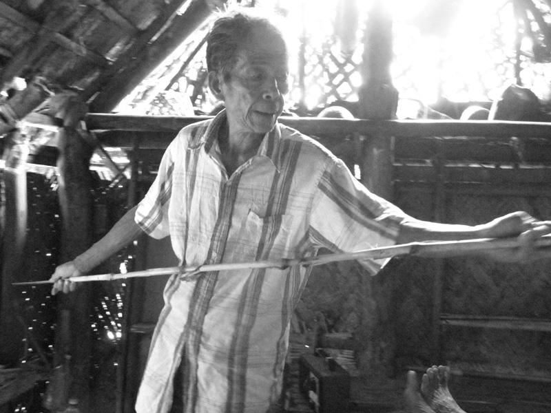94 Ethnomedicine of the Palawan people of Mount Domadoway, Palawan, Philippines PHOTO BY MGU APARENTADO Demonstrating how the balyan back then used an instrument called boldong when conducting