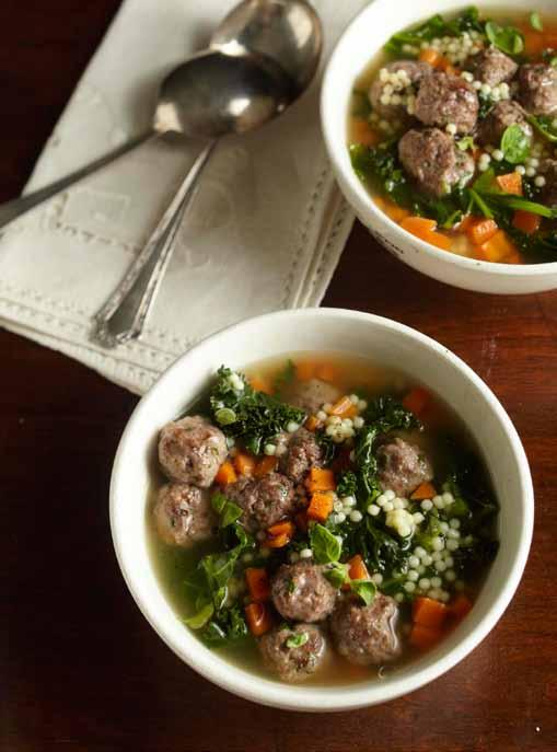 Slow Cooker Italian Wedding Soup makes 8 servings Prep 15 minutes Slow Cook on LOW for 6 hours 1 egg, lightly beaten 3/4 pound lean ground beef 1/2 cup finely chopped onion 3 tablespoons plain bread