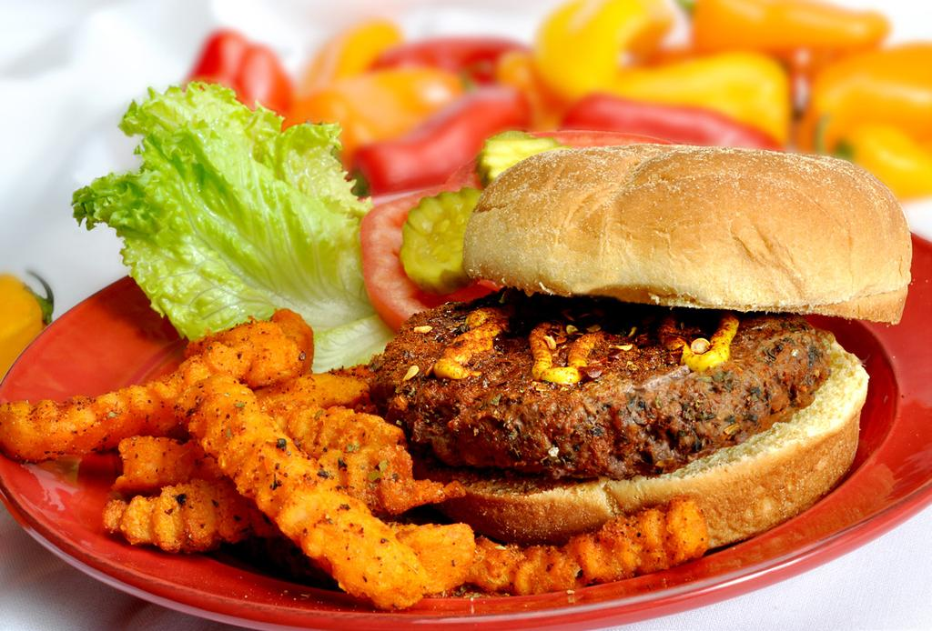 CAJUN BURGERS MAKES 4 SERVINGS 1 lb 93% lean ground beef 1 tsp Cajun seasoning 1. In large bowl, thoroughly mix ground beef and seasoning. 2. Shape into 4 burgers 1/2-inch thick. 3.
