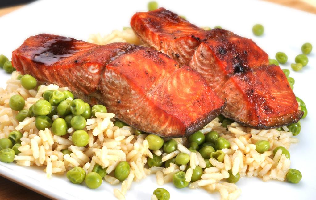 SALMON MAKES 2 SERVINGS 1/2 cup 10-minute brown rice 1 cup hot tap water 1 cup frozen peas, thawed 2 4-oz salmon fillets 1 tbsp Asian housin glaze 1. Place brown rice in shallow 2-quart casserole. 2. Pour hot tap water over rice, scatter thawed peas over rice.