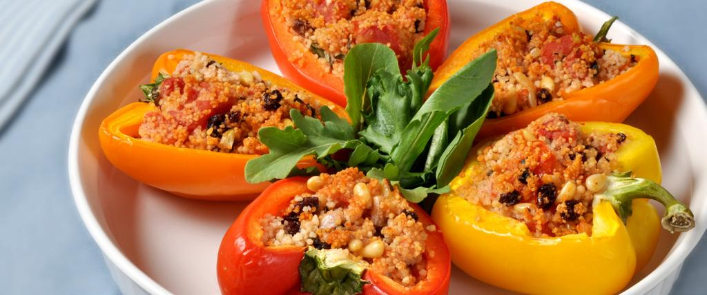 STUFFED PEPPERS MAKES 4 SERVINGS 1/4 cup dried currants 2 tbsp olive oil 3 medium sized onions, chopped 1/4 cup pine nuts 1 14 oz can tomato, petite diced 1 tbsp all spice 1 tsp salt 1/2 tsp black