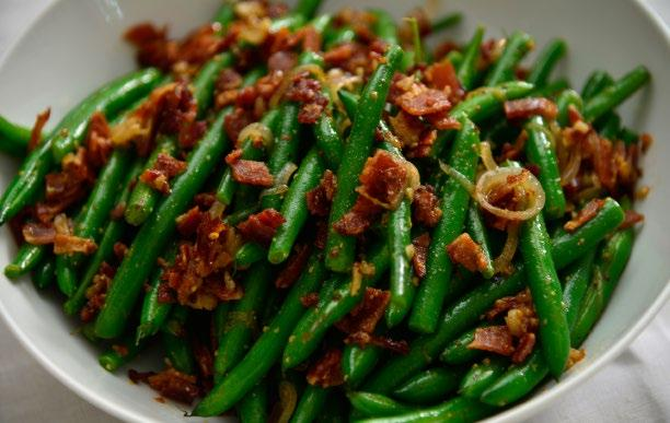 GREEN BEANS WITH BACON VINAIGRETTE 33 Green Beans with Bacon Vinaigrette INGREDIENTS 3 lbs green beans 4 slices bacon 1 shallot 1 clove