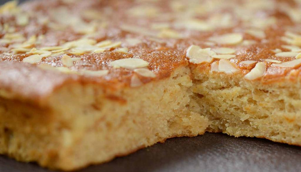 Honey & Almond Slice Runny honey Roasted nibbed almonds 4.000 kg 0.925 kg 1.200 kg 1.600 kg 0.300 kg 0.200 kg 8.225 kg Using a beater, blend, water, egg and oil together for 1 minute on slow speed.