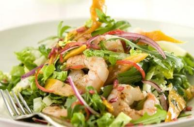 Vietnamese Prawn Salad Serves: 1 150g cooked Tiger Prawns 1 Red Onion, finely sliced 3cm Cucumber, cut into matchsticks 1 Yellow Pepper, cut into matchsticks 1 Pak Choi, shredded 1 tbsp Olive Oil 1