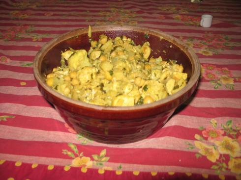Quick Chicken Curry 1/2 head cauliflower 1 yellow onion 2 small cans of water chestnuts ½ bunch cilantro, chopped 3 chicken breasts (cut in large cubes) 1 bottle of Trader Joe s yellow curry sauce 1