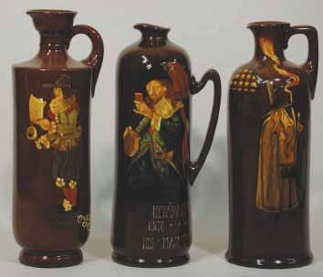 R$600 (700-900) 156. PIPE MAJOR 8ins tall, picture of THE PIPE MAJOR, to rear yellow letters DEWAR S, Royal Doulton pm, fine crazing to picture, repair to spout (ok) R$100 (125-150) 157.