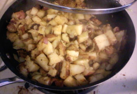 Home Fries 4 red potatoes 1 tbs olive oil 1 onion, chopped 2 tbs olive oil 1 tsp salt 3/4 tsp paprika 1/4 tsp black pepper cumin Bring a large pot of salted
