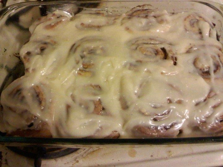 Cinnamon Rolls 1 cup warm milk (110 degrees F/45 degrees C) 2 eggs, room temperature 1/3 cup margarine, melted 4 1/2 cups bread flour 1 teaspoon salt 1/2 cup white sugar 2 1/2 teaspoons yeast 1 cup