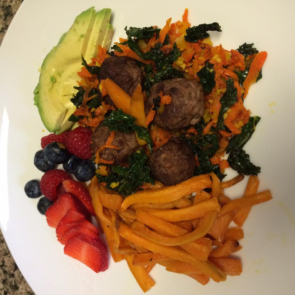 Bun-less Burgers with Veggie Sauté and Sweet Potato Fries 1 lb grass-fed ground beef 1 bunch Kale (large, curly, not baby kale) remove thick stalks and veins, tear into bite sized pieces 1 bell