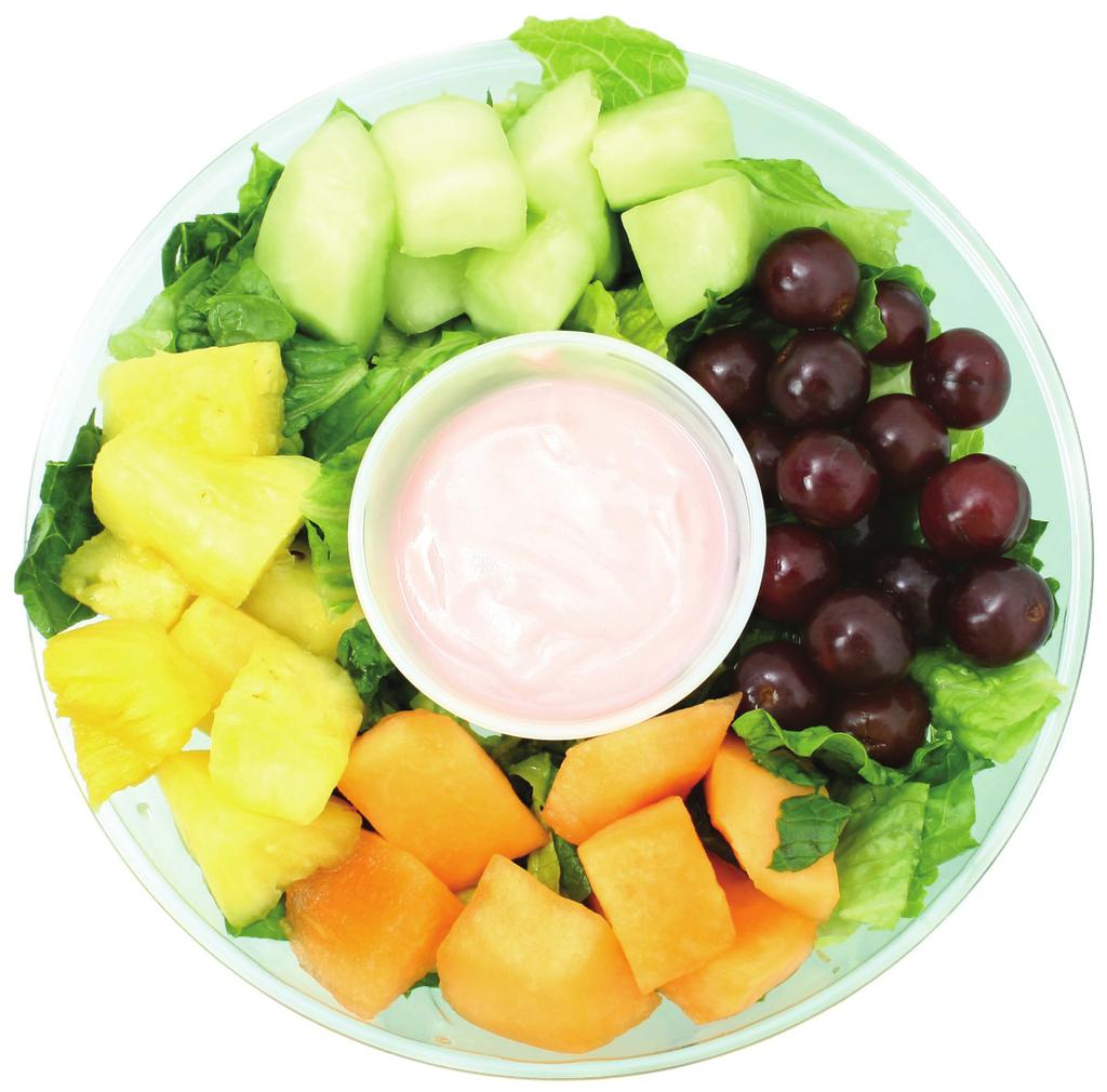 EASY FRUIT SALAD Makes 10 servings Serving Size: 1/2 cup 1 (20-ounce) can pineapple chunks in juice, drained 1 (15-ounce) can (2 cups) fruit cocktail in juice, drained 2 small bananas, sliced 1