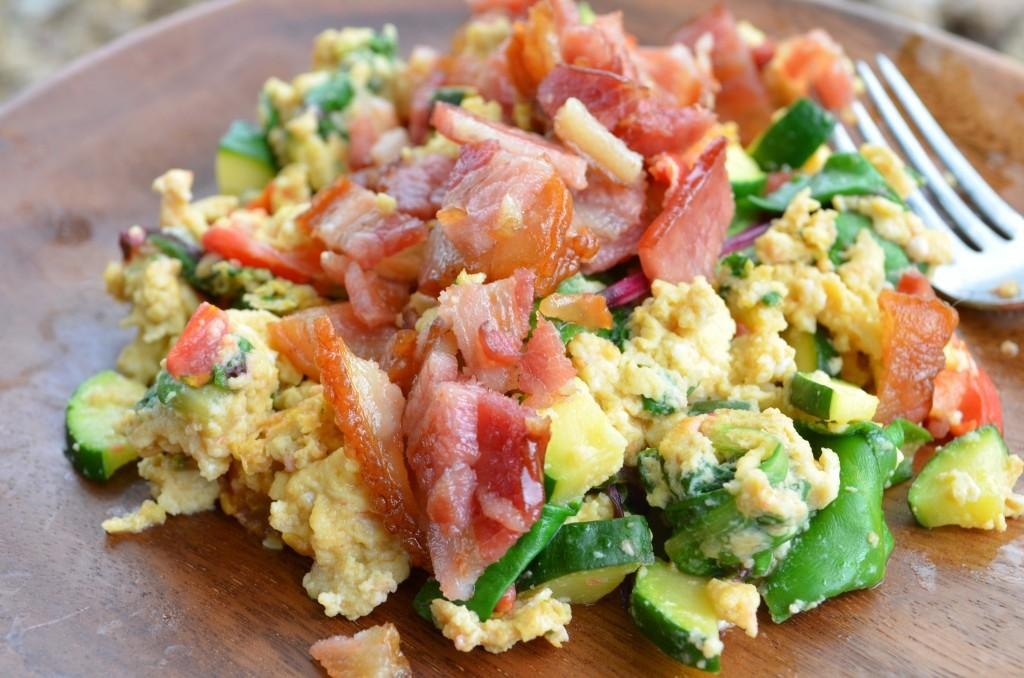 Week Plan Recipes Week of March 25 - March 3 Scrambled Eggs with Bacon and Vegetables Servings 4 Total Time: 20 minutes Cook Time: 20 minutes Calories 355 Carbohydrate 0g Protein 20g Fat 27g 8