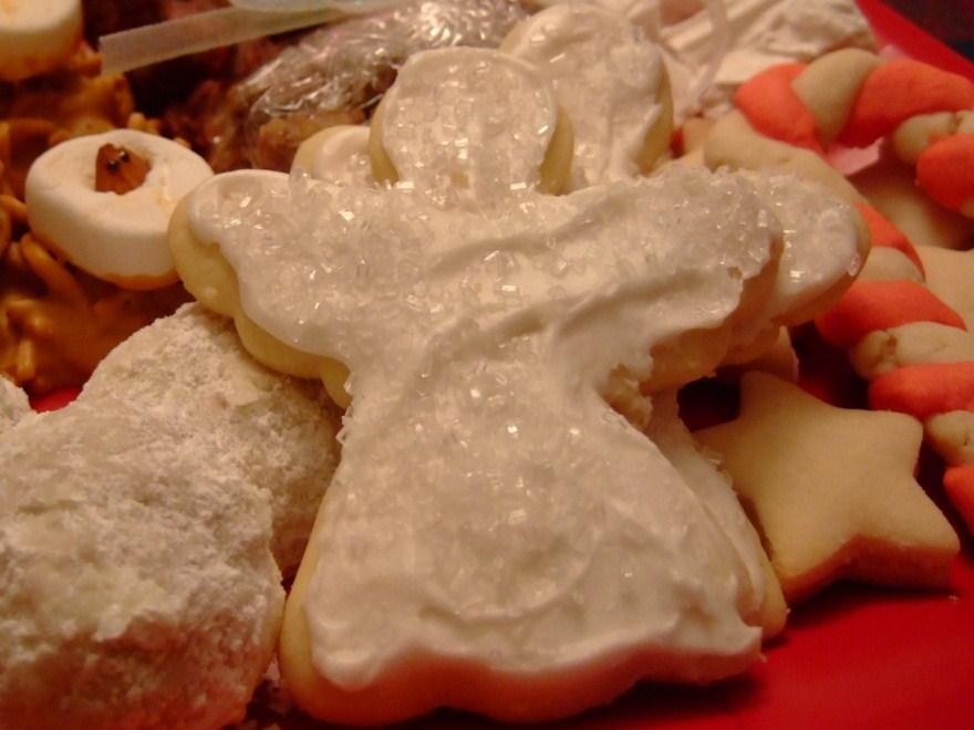 Angel Sugar Cookies Ingredients Cookie: 3 cups flour 1/2 teaspoon baking powder 1/2 teaspoon baking soda 1 cup butter 2 eggs 1 cup sugar Frosting: 2 tablespoons hot water 1 tablespoon butter 1 1/2