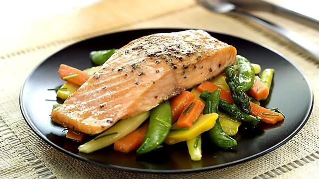 5 ingredients Lemon-pepper Salmon *Submitted by Maria Dalmau Yields: 4 servings Serving Size: 1 salmon fillet (about 5 ounces) 1 TBSP olive oil 4-5