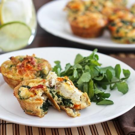 Breakfast on the Run Spinach and Tomato Egg Muffins *Submitted by: Christina Teufel Yields: 6 muffins Serving Size: 1 muffin 1 cup spinach, chopped 2 medium tomatoes, chopped 6 eggs, separated from