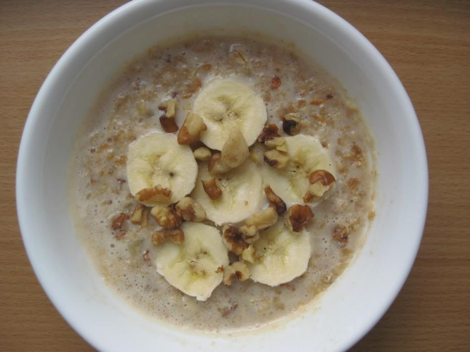 Maple and Cinnamon Oats Yields: 1 bowl 1 cup Water ½ cup Irish Oats, dry (or rolled oats, steal cut oats, etc.
