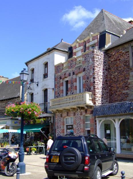 joining the N166 to Vannes and then Auray where we stopped to do our housekeeping shopping. We then experienced the trip down the Quiberon peninsula for the first time.