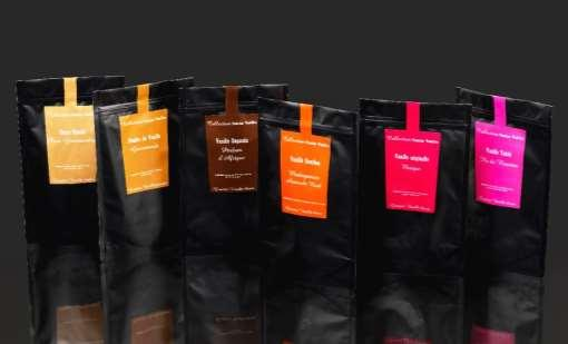«Collection Noire», bag with zip containing either: - 50g of beans, origin of your choice : Madagascar, Mexico, Uganda, Tahiti - 100g