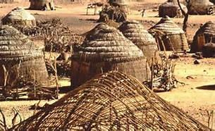 Communities & Villages Early settlements, made up of extended families, appeared around 4000 BCE south of