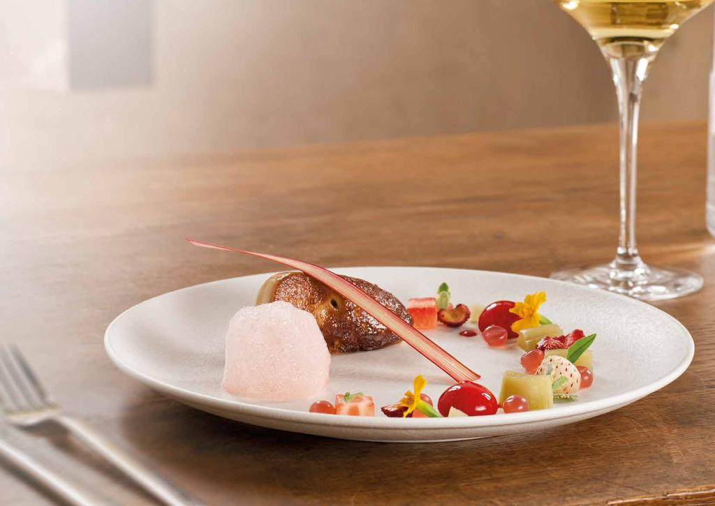 NEOFUSION SAND INSPIRATIONAL DINING 55 En SAND has a warm, sunny colour, enhancing dishes by intensifying their sensuality.