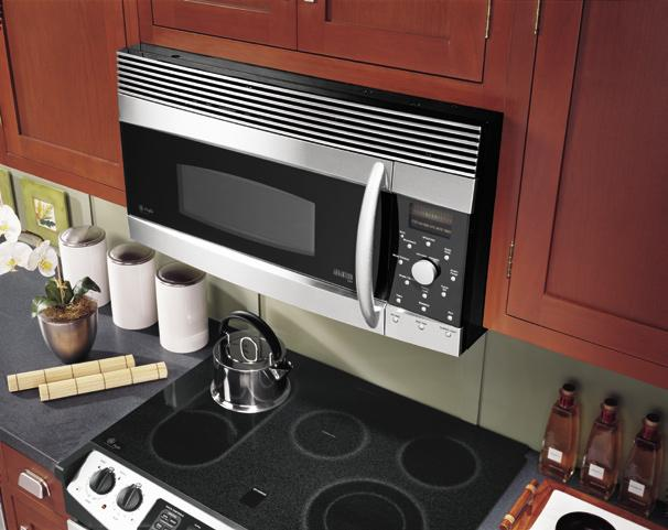 Simply plug the oven into any standard 120-volt/15 amp power outlet.