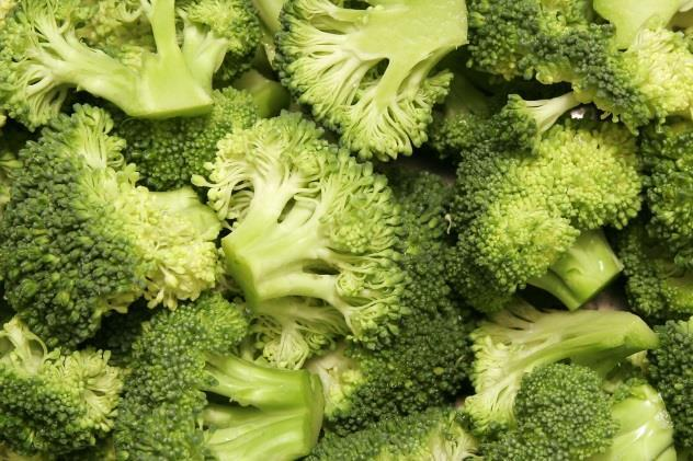 Toss broccoli in olive oil and put in baking dish.