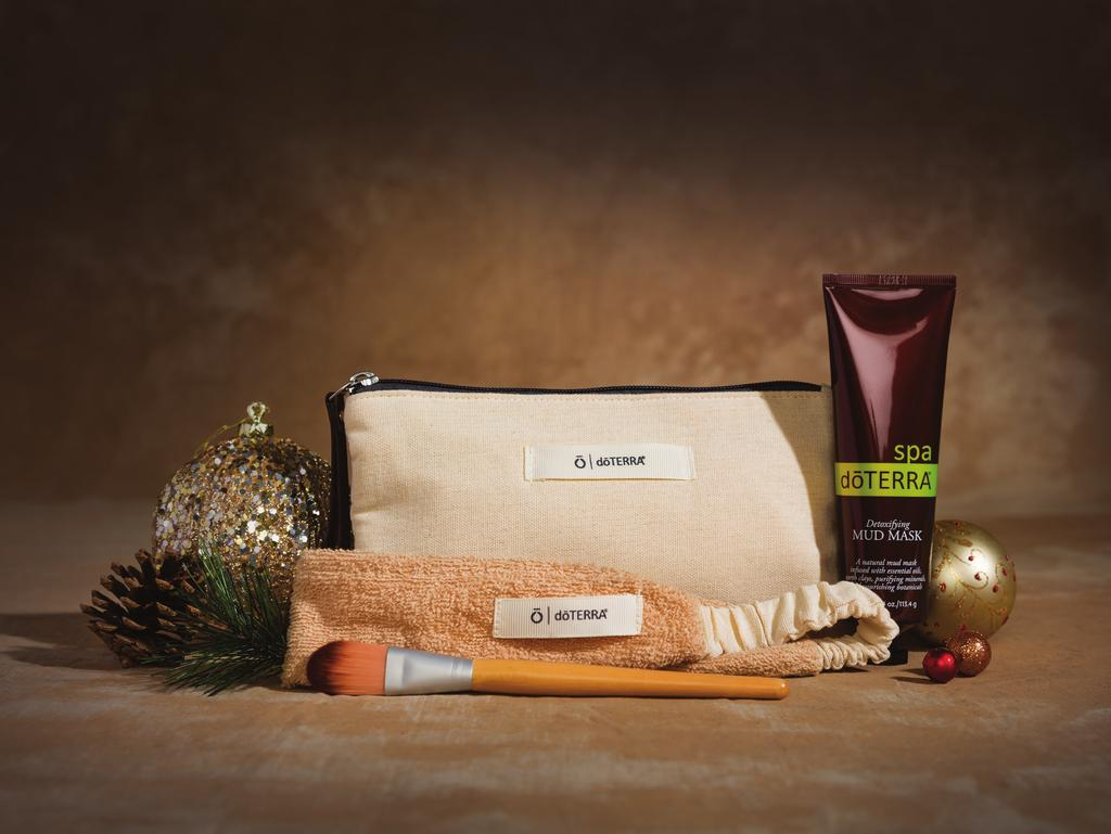 Give yourself the gift of beautiful, fresh skin. Features a dōterra SPA Mud Mask, wood applicator brush, and a cotton-terry headband conveniently packaged in a cosmetic bag.