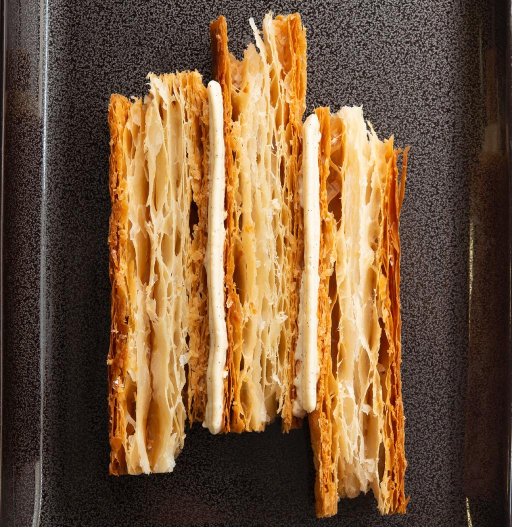 Laurence Mouton Open mille-feuille On a rectangular plate that brings to mind the familiar form of a book, the many layers of this open mille-feuille indeed tell a story, best summarised by Guy
