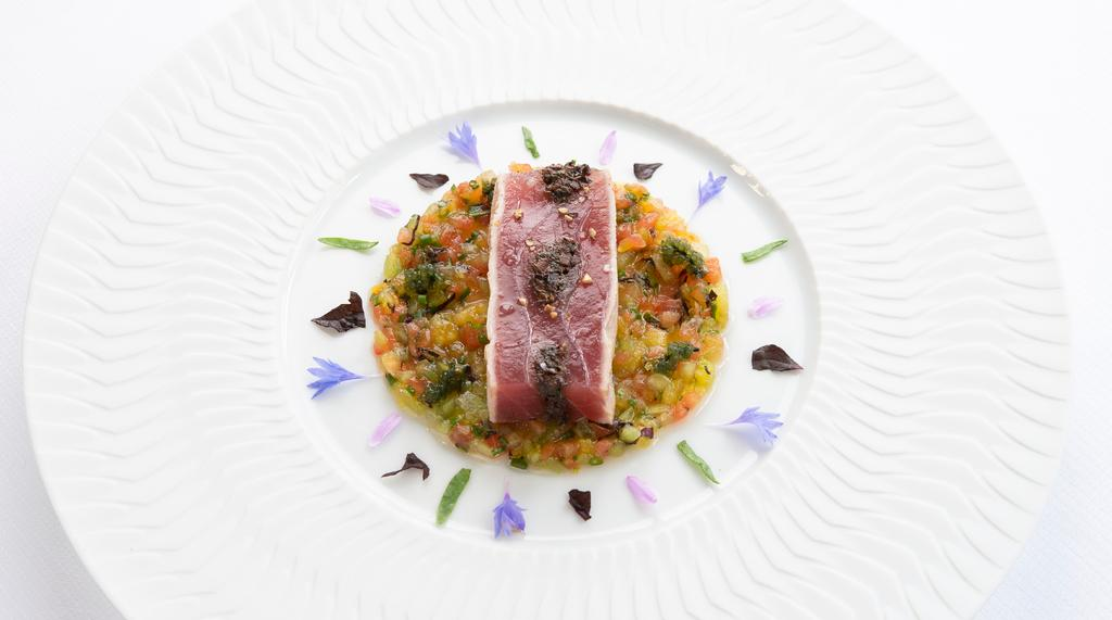 Laurence Mouton Innovations Blue lobster Land & Sea The leitmotif of Land & Sea is one of the most distinct signatures of Guy Savoy s cuisine.