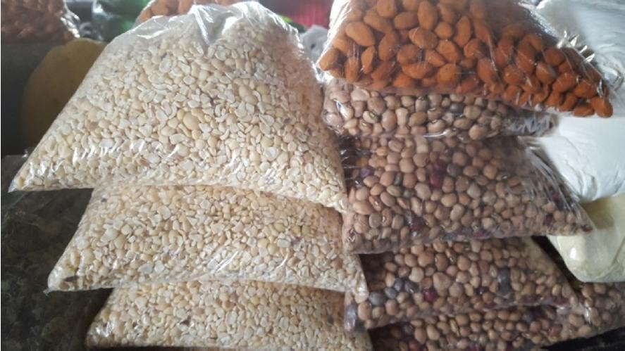 Currently 20% of Mozambique s exports are agricultural products, principally tobacco, cotton, sugar, sesame seeds, cashew nuts and pigeon peas.