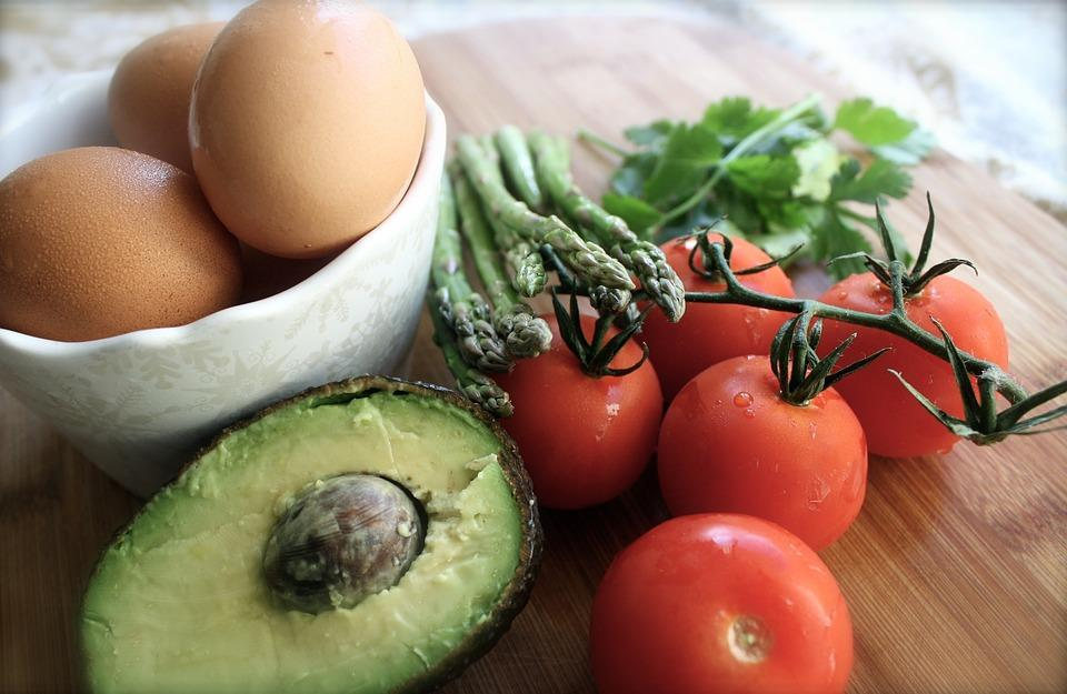 Baked avocado with egg Low carb snacks & soups 1 avocado 2 eggs Cayenne pepper cheese 1 Remove the stone from the avocado and scoop out a little more avocado to