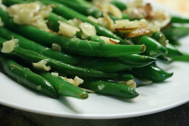 Green Beans with Garlic and Almonds https://c1.staticflickr.com/3/2365/2150790794_82b72dafa9_z.jpg Serves: 4 Ingredients: 1 lb.
