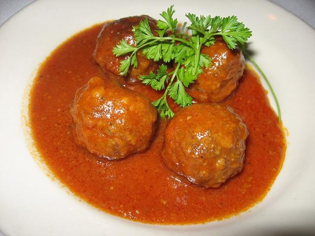 Meatballs in Tomato and Garlic Sauce https://c2.staticflickr.com/4/3004/3027872716_1ccd1aa364_z.jpg?zz=1 Serves: 6 Ingredients: 1 ¼ lb.