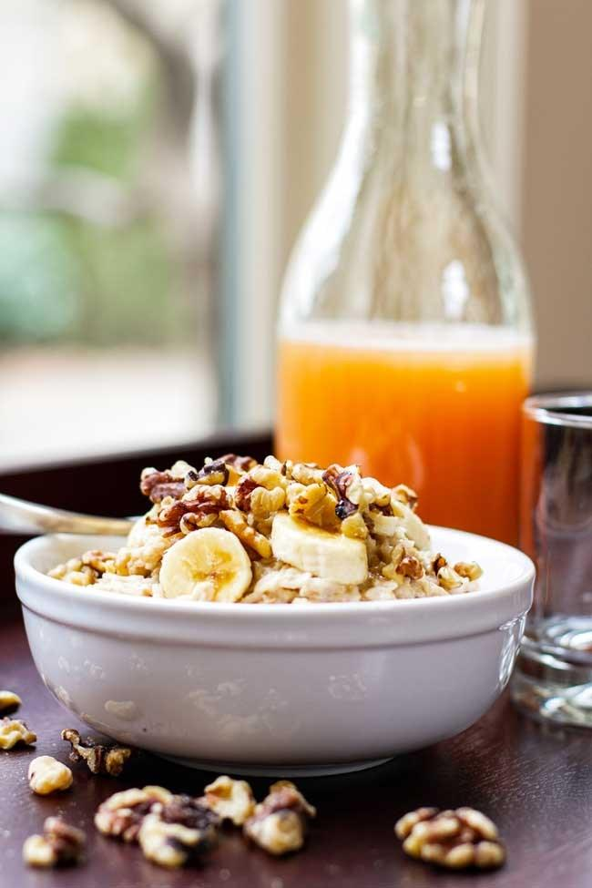 Chai Spiced Granola Banana Nut Oatmeal 1 medium sized banana 1/2 cup quick oats 1/2 cup water 1/2 tablespoon maple syrup 1/3 cup unsweetened almond milk 1 tablespoon chopped walnuts 1/4 teaspoon