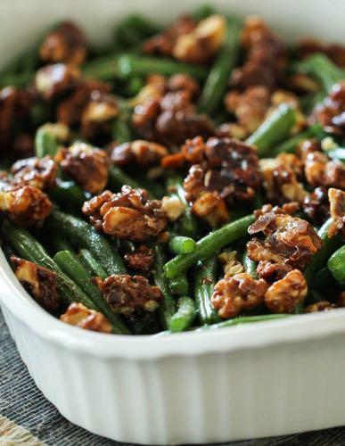 SMALLER FAMILY- GREEN BEANS WITH CANDIED PECANS S I D E D I S H Serves: 4-5 Prep Time: 10 Minutes Cook Time: 10 Minutes 1 pound green beans (trimmed) 1/2 cup chopped pecans 1/8 cup brown sugar 1