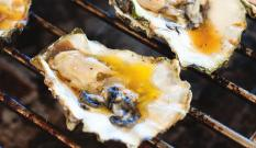 Garlic Butter (3pcs) 10 Garlic Butter & Scallions 蒜蓉牛油燒生蠔 Grilled Oyster with Smoked Salt (3pcs) 10 Smoky Sriracha Butter,