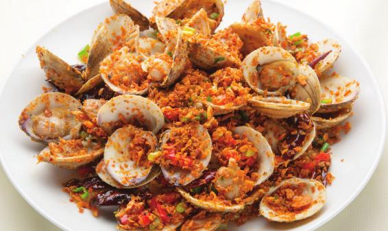 Garlic Clam 18 Clams with Crispy Garlic and Scallion 避風塘炒蜆 Garlic Basil Clam 18 Honey Walnut Shrimp 19 香草 炒 蜆 Crispy