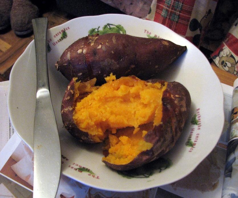 Baked Sweet Potatoes Serves: 4 Ingredients 4 medium sweet potatoes 4 tablespoons butter Kosher salt, to taste Pepper, to taste Preparation Instructions Line a baking dish with foil and preheat oven