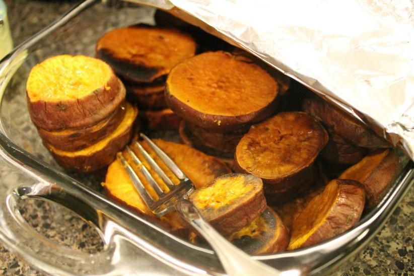 Roasted Sweet Potato Rounds Serves: 4 Ingredients 2 medium sweet potatoes Olive oil 1 teaspoon paprika Salt, to taste Pepper, to taste Preparation Instructions Preheat oven to 400 degrees F.